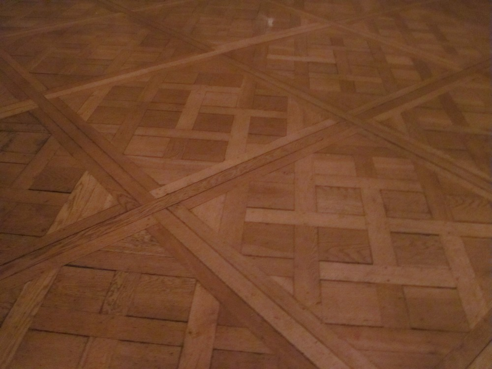 Comment poser un parquet massif colle devis batiment for Poncer parquet flottant